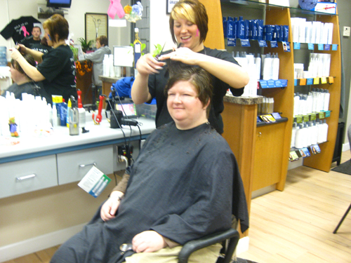 You are browsing images from the article: Fantastic Sams Cut for a Cure makes donations to the Sherri Arnold Graham Foundation