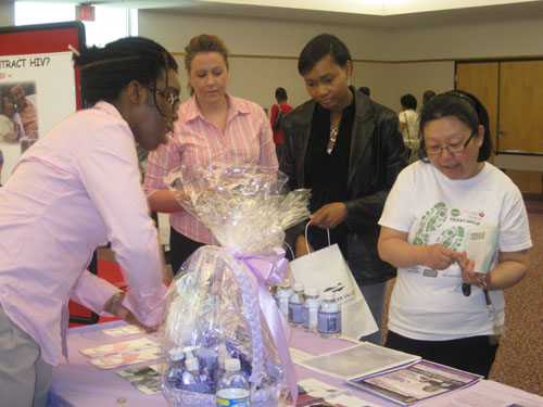 You are browsing images from the article: Soul 104.5 Health Fair 09
